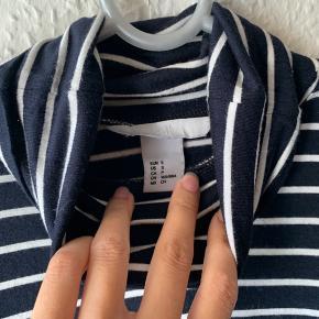 En mega blød turtleneck - kan også bruges til lag på lag outfits  Fejler intet  Sælges billigt