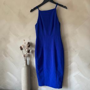Flot blå kjole   Har en masse annoncer, så tjek dem ud🤍 Mængderabat forekommer! Køber betaler selv fragt