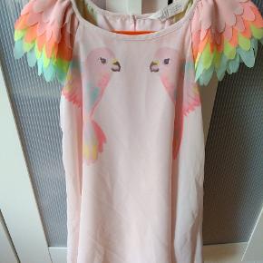 Sød papegøje kjole i 100% polyester. Kun brugt få gange.