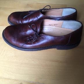 Flotte angulus sko str 37,5 i brunt læder. Skoene er kun brugt meget lidt og fremstår i rigtig god stand
