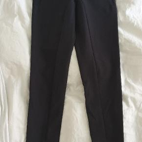 Beautiful, tight trousers that feel and fit like leggings. Very elastic. Zippers at the bottom of the legs. Size 32. Will fit to equivalent jeans size 25-26. Leg length is long, I am 1.73cm and can fold the seam of 2 cm once to get ankle length. Can send.