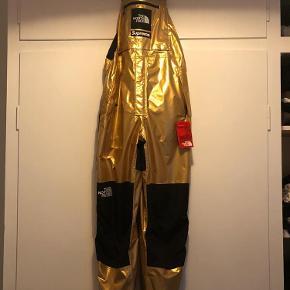 Aldrig brugt Kun intra i bytte med OFF WHITE x Nike EU SIZE 41  Bukser Farve: Gold Oprindelig købspris: 3100 kr. Kvittering haves