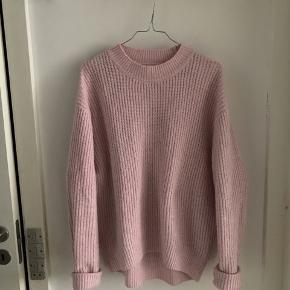 God men brugt sweater (fnuller). Oversized og vil derfor også kunne passes af større størrelser.