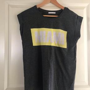 Fed t-shirt fra PIECES, ingen brugsmærker