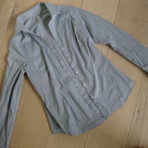 Lækker skjorte str. 40