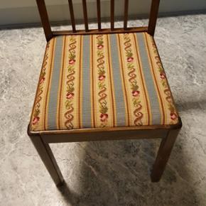 6 spisestuestole med håndbroderede sæder - meget solide.