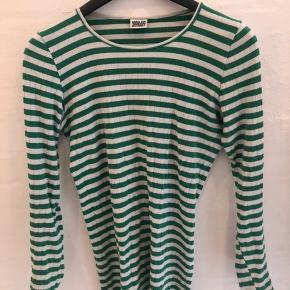 Flot grøn og hvid stribet bluse / lang model