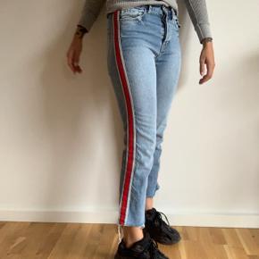 ✨ Cropped jeans fra ZARA ✨   Low-mid rise   Str. 36   Brugt og vasket én gang   Kan mødes i København ved handel eller sende via. DAO