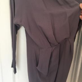 Slå om kjole med lommer.  Køber betaler fragt