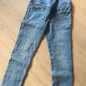2 par jeans som nye.. 2 par bukser med lidt fnuller bagpå..