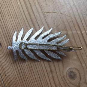 Sølv fjer hårspænde/hårklemme fra Pico. Aldrig brugt