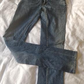 Super fede klassiske jeans fra Acne kun brugt få gange. Størrelsen hedder 25/32. Afhentes i Aarhus C, eller sendes på købers regning ✨