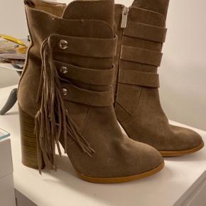 Lækre støvler fra Zara. Str. 37.