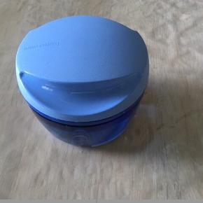 Tupperware, mini hakker, uden snor, 50kr 😊  6700 Esbjerg 😊