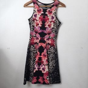 Elastisk kjole, brugt en gang.