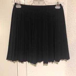 Plisse nederdel Elastik øverst  100% polyester