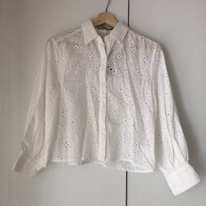 Cropped broderet skjorte fra Boohoo str. 36 stadig m. prismærke