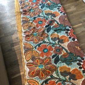 Så fint originalt vattæppe / sovepose  Lidt slid et enkelt sted. Kan lynes helt op og bruge som tæppe eller som sovepose  170x140