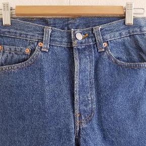 Vintage 501 Levis Jeans w 30 x l 32  Four Button Fly 100 % bomuld Bytter gerne til str. 29 - dog ikke hvis de er afklippet.