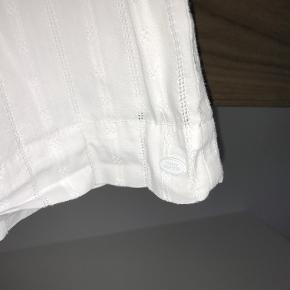 Super flot Tommy Hilfiger nederdel i str. 8-10 år Flot stand   Prisen er excl. porto Bemærk, mine priser er faste. Handler gerne mobilepay på 26810990