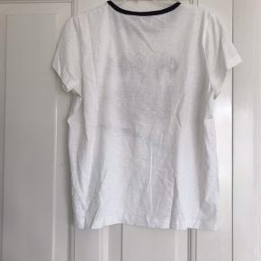 Ok so i lied t-shirt fra Munthe.   Brugt 1 gang