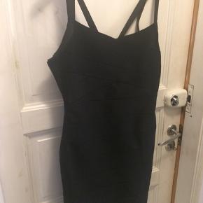 Flot sort kort kjole passer m/l