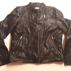 Rigtig fin jakke med mange fede detaljer str 9 år 134 cm Mærke; bluzoo