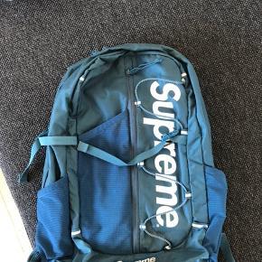 Supreme rygsæk i blå  Cond. 6/10  Se mine andre annoncer