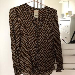 Skjorte fra PBO kun brugt et par gange😊