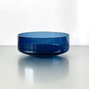 5 skønne glas cabaret/dessertskåle i stilrent design Den nordiske farvetone er et flot indslag sammen med porcelæn og stentøj på bordet. Højde: 4 cm Diameter: 10 cm