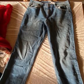 H&M Bukser, Ny, med prismærke. Frederiksværk - Helt nye hogm Jeans, sælges begrund af størrelsen.. H&M Bukser, Frederiksværk. Ny, med prismærke, Aldrig brugt og stadig med prismærke. Har ingen skader eller tegn på brug