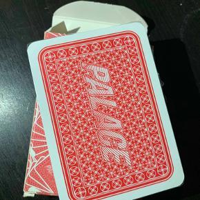 Hej! Jeg sælger dette kortspil fra Palace x JCDC. De er helt nye og er aldrig kommet ud af emballagen. Jeg har stadig kvittering på dem. Jeg sælger dem til 140 kr. Hvis du har nogle spørgsmål til dem, så spørg løs.  Tjek gerne mine andre annoncer ud for en masse billige ting!