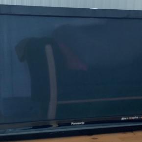 PERFEKT STAND. -  Panasonic model nr: TX-P37X10Y HD Ready Plasma-TV med 100 Hz Double Scan og høj billedkvalitet samt avancerede ind- og udgange.  En plasma-skærm, som har en billedfrekvens på 50 Hz.  VIERA Link SD-Card V-Audio Surround Digital TV Tuner- DVB-C, DVB-T  Som nyt. Ingen ridser el skræmmer.  Fungere 100 %. Har hængt på væggen og passet godt på. Der er også bag beslag med.  Bytter ikke.  Pris: 400kr. Kan afhentes i Holstebro.