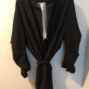 Udgået Carin wester jakke. Fremstår i god stand. Str xs. Store flotte ærmer som detalje til jakken.   Kan godt sendes