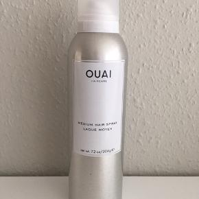 OUAI Medium Hair Spray 204 g. Medium hold hårlak der ikke klistrer eller klæber. Den er brugt 3 gange. Nypris: 210 kr.