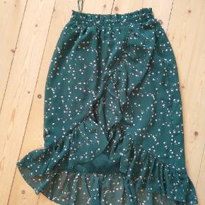 Virkelig smuk kjole fra YAS 🌿 er str. M men passer mig, der er str. S