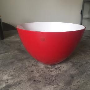 Flot rød skål i mundblæst glas - Holmegaard Cocoon.