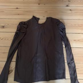 Super fin silke agtig skjorte. Aldrig brugt🌸