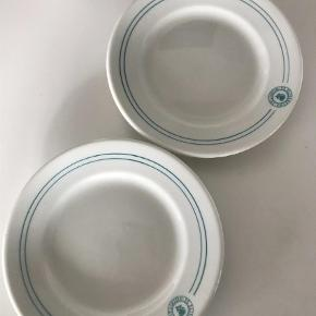 To fine tapas tallerkner . De måler 15 cm i diameter . 75 kr pp for dem begge  Tallerkner Farve: Hvid