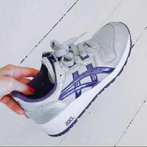 Asics - gel sneakers i sølv. SÅ fine og kun brugt ganske få gange :-)