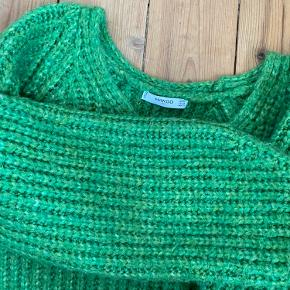 Grøn sweater fra Mango. Dejlig varm til de kolde vintermåneder ❄️ BYD!
