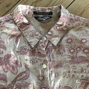 Superfin silkeagtig skjorte i smukkeste farve fra Maison Scotch. XL