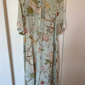 Smuk H&M kjole, brugt en gang.  Plus Porto.