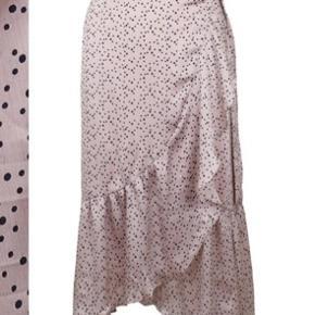 Sælger min neo noir nederdel, den er blevet brugt meget få gang, og fejler intet