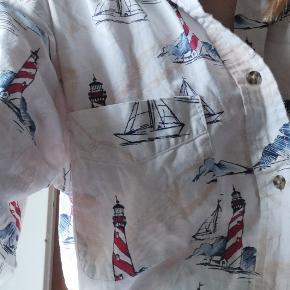 Cool unisex vintage skjorte. Ses på billedet på str s-m, men kan sagtens fitte en del større. Se billede 2 og 3 for bedre billeder af mønsteret og længden. Skriv for flere billeder.