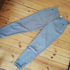 Vintage Part Two ternede houndstooth super højtaljede bukser, små i størrelsen da de er vintage. Passer ca en L. Virkelig flatterende bukser