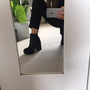 Sorte støvler fra H&M, aldrig brugt! Str. 37-38 Byd