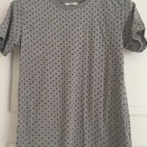 Fin basis tshirt, med prikker