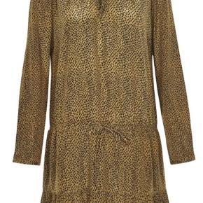 Smuk kjolen camel og sort. Været på få gange. Der er bindebånd i taljen. Den kan både bruges løst siddende eller bindes ind for et slankere look
