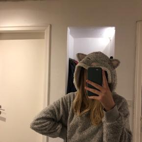 Den lækreste og varmeste hoodie fra Hunkemöller! Brugt få gange.  Mp: 50 kr.